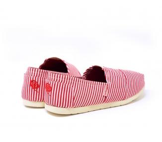 Espadrilles-rayées-rouge-et-blanc-Vue-du-talon-vers-la-pointe-de-la-chaussure