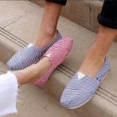 Un duo qui ne manque ni de chien ni de charmes! Quelle fierté cette paire marinière, que vous soyez traditionnel bleu ou excentrique rouge, misez sûr l'intemporalité. #espigas#rayée#marseillaise#intemporel#productionlocale#shoe#fashion