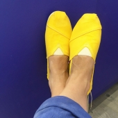 Attaquer juillet avec une bonne prise de vitamine! Nos espadrilles sont dispo dans une dizaine de coloris jaune bouton d'or, curry, lin, bleu minéral, bleu gitane, vert nature, vert de gris, rouge coquelicot, noir ardoise, gris tourterelle…. Chaque paire est unique! Quelle est celle qui vous accompagnera cet été ?  #espadrilles #espigas #création#marseille #choosemarseille #economiesocialeetsolidaire #chaquepasestuneaventure